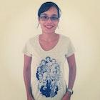 Renata Carvalho veste Camiseta Doctor Who
