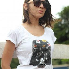 Poliana  com a camiseta Camiseta Darth Vader