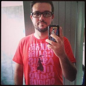 José francisco com a camiseta Camiseta Mary Poppins