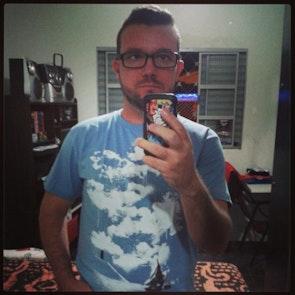 José francisco com a camiseta Camiseta O Show de Truman