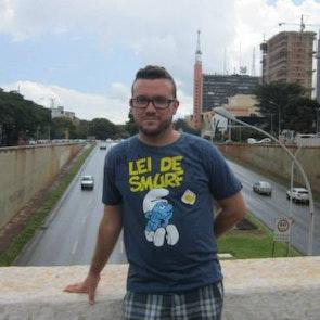 José francisco com a camiseta Camiseta Lei de Smurf