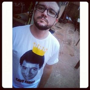 José francisco com a camiseta Camiseta Save Ferris