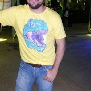 José francisco com a camiseta Camiseta T-Rex