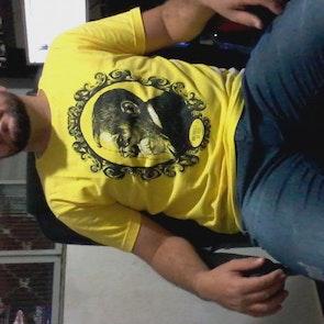 José francisco com a camiseta Camiseta Machado de Assis