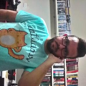 José francisco com a camiseta Camiseta Catlicious