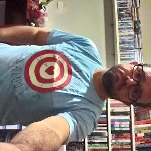 José francisco com a camiseta Camiseta Tiro ao Álvaro