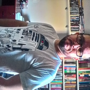José francisco com a camiseta Camiseta Coffee Machine
