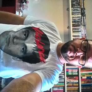 José francisco com a camiseta Camiseta Quentin Tarantino