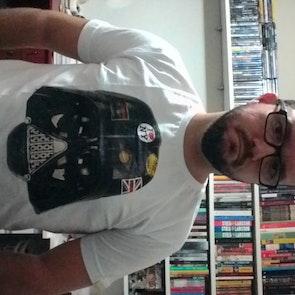 José francisco com a camiseta Camiseta Darth Vader