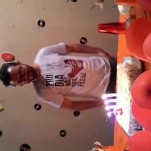 José francisco com a camiseta Camiseta Pro Dia Nascer Feliz