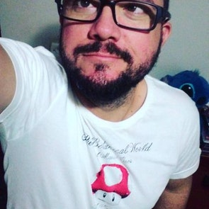 José francisco com a camiseta Camiseta The Botanical World of Mario