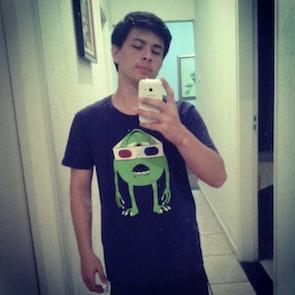 Matheus  com a camiseta Camiseta 3D Vision