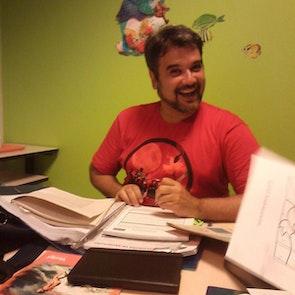 Carlos  com a camiseta Camiseta Queens Of The Stone Age