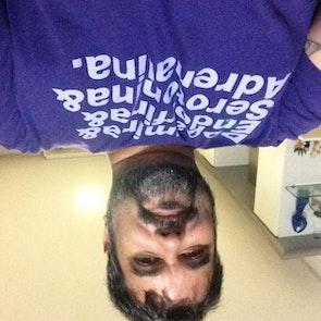Carlos  com a camiseta Camiseta Prazer