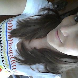 Marciana com a camiseta Camiseta Hakuna Matata