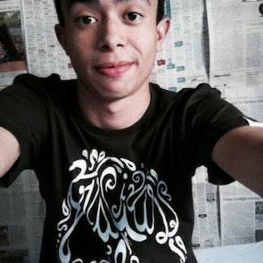 Lucas  com a camiseta Camiseta Gracias a la Vida