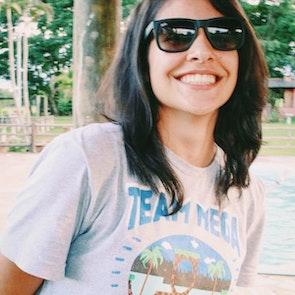 Mariele com a camiseta Camiseta Mega Team