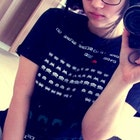 Beatriz Neiva veste Camiseta Space Invaders