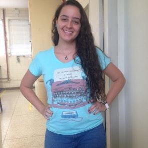 Bianca com a camiseta Camiseta Infinite
