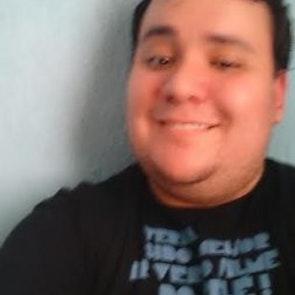Renato com a camiseta Camiseta Filme do Pelé