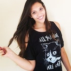 Raíssa Gomes de Andrade veste Camiseta All You Need Are Cats