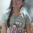 Fernanda Gutierrez veste Camiseta Dream, believe, achieve