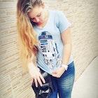 Lorena PINTO veste Camiseta Coffee Machine