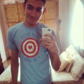 Álvaro A. com a camiseta Camiseta Tiro ao Álvaro