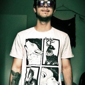 Felipe com a camiseta Camiseta Guerra dos Tronos