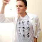 Cassiano Borges de Moraes veste Camiseta O Estranho Mundo de Tim