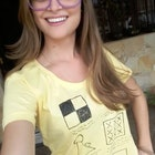 RENATA BERNARDES veste Camiseta Aula de Desenho