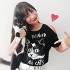 Joana Mutti Araújo veste Camiseta All You Need Are Cats