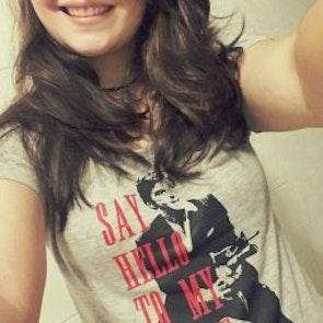 Ailane com a camiseta Camiseta Scarface