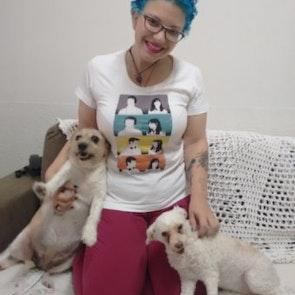 Giovana com a camiseta Camiseta 500 Dias Com Ela