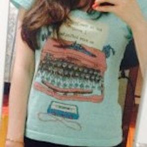 Giseli fernanda com a camiseta Camiseta Infinite