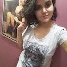 Camila  Pato veste Camiseta Stark