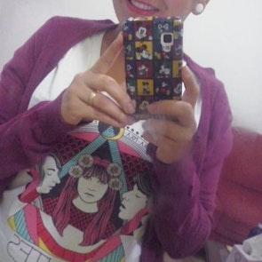 Adriana com a camiseta Camiseta Psicodelia Mutante