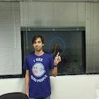 Felipe Lira de Sá Cavalcanti veste Camiseta I See Dead People