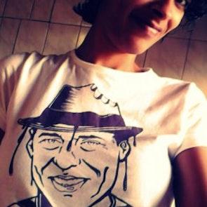 Flávia com a camiseta Camiseta Chicólatra