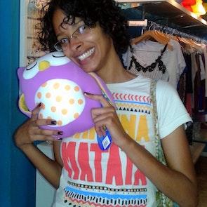 Flávia com a camiseta Camiseta Hakuna Matata