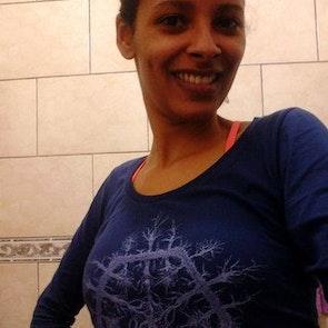 Flávia com a camiseta Manga Longa Nature Flake