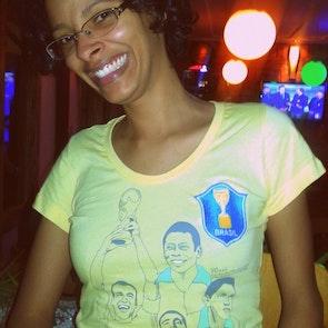 Flávia com a camiseta Camiseta Brasilidade
