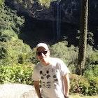 Thiago  Quintas Valadares veste Camiseta Lembranças da Vila