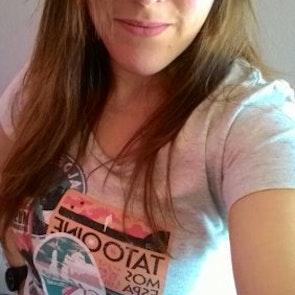 Lencia com a camiseta Camiseta Viajante Estelar