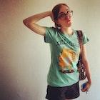 Camila Loricchio Veiga veste Camiseta Catlicious