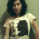Juliana Dorigoni veste Camiseta Sherlock Holmes
