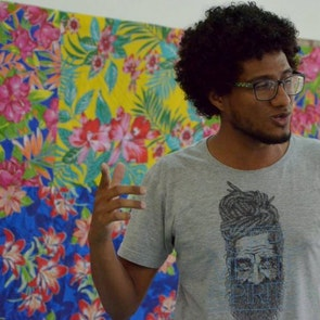 Rogerio  com a camiseta Camiseta Equilíbrio