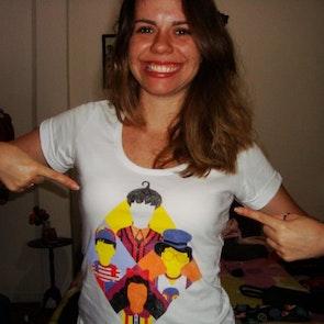 Barbara com a camiseta Camiseta Rá Tim Bum