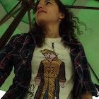 Larissa Braga Mendes veste Camiseta Everybody Hates Joffrey