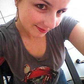 Meriellen com a camiseta Camiseta Capitão Jack